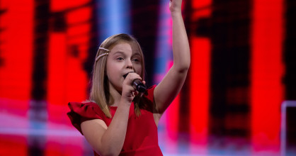 Ala Tracz from Poland performs 'I'll Be Standing'